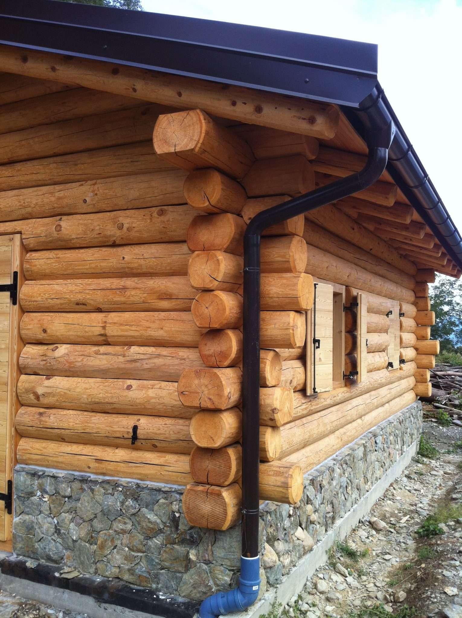 Casa in tronchi incastrati case in legno e falegnameria for Case di tronchi con planimetrie seminterrato