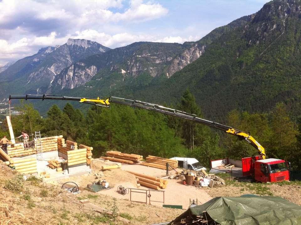Case In Tronchi Di Legno Trentino : Casa in tronchi incastrati case in legno e falegnameria in trentino