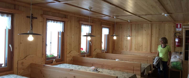 Arredi interni rifugio antermoia case in legno e for Case arredi interni