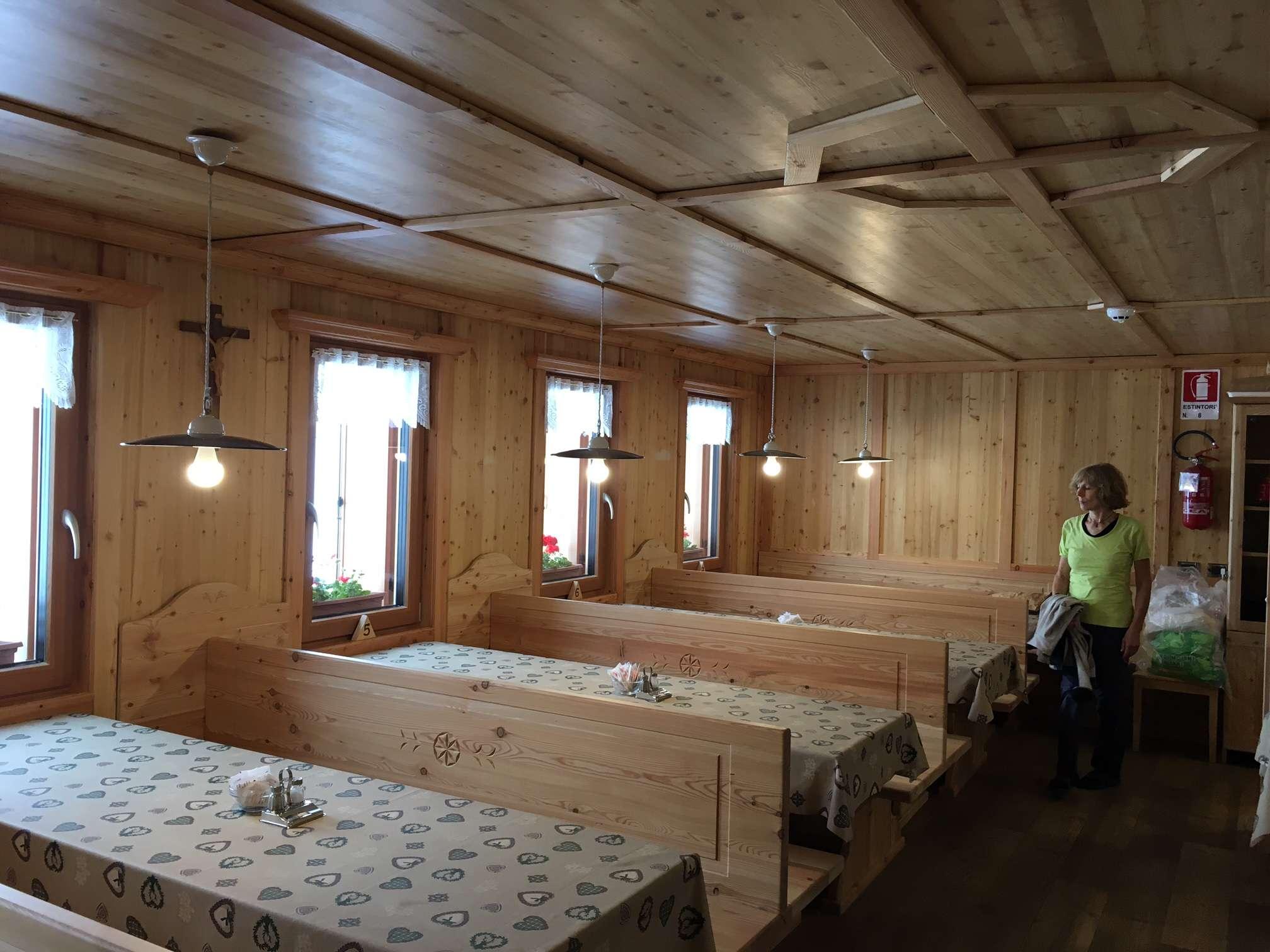Arredi interni rifugio antermoia case in legno e for Case in legno interni